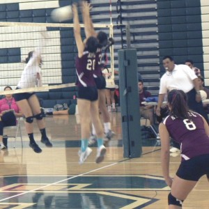 Girls' volleyball loses 3 sets to 1 against Schurr